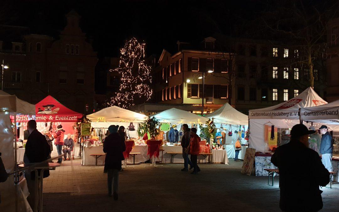 """Die SMV und das BNE-Team der Marie-Baum-Schule beim """"Weihnachtsmarkt der guten Taten"""""""
