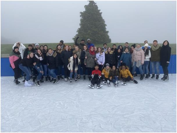 Ausflug der AV-Klassen zum Eislaufen