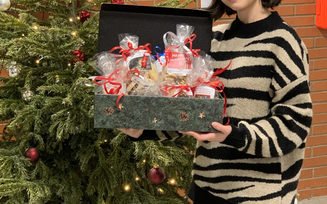 Selbst gebackene Weihnachtsgrüße der MBS an Wieblinger Senioren